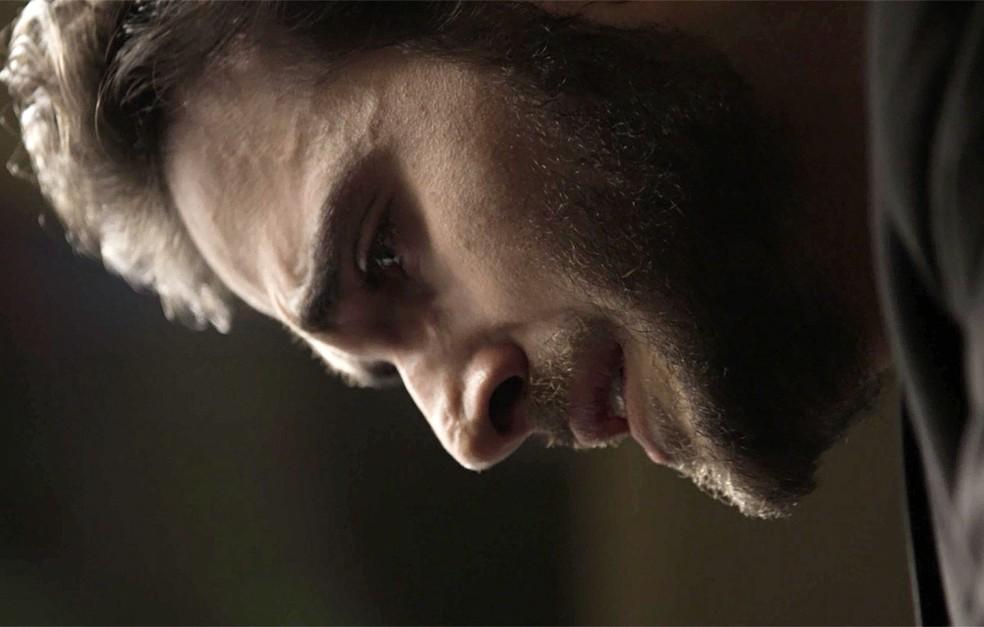 Em 'A Força do Querer', Ruy (Fiuk) assume para Amaro (Pedro Nercessian) que atirou em Zeca (Marco Pigossi) — Foto: TV Globo