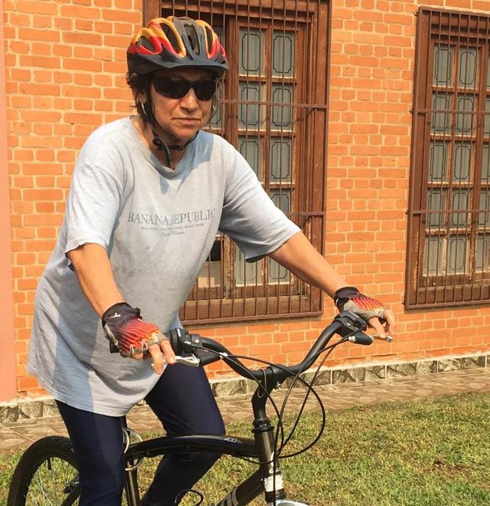 Ester pedala por Sorocaba há 43 anos — Foto: Arquivo pessoal