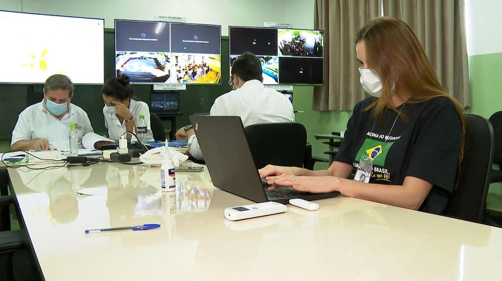 Sala de monitoramento do Projeto S, em Serrana (SP) — Foto: EPTV/Reprodução