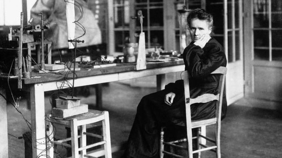 Marie Curie foi a primeira pessoa a receber dois prêmios Nobel em áreas distintas, física e química, em 1903 e 1911, respectivamente — Foto: Getty Images via BBC