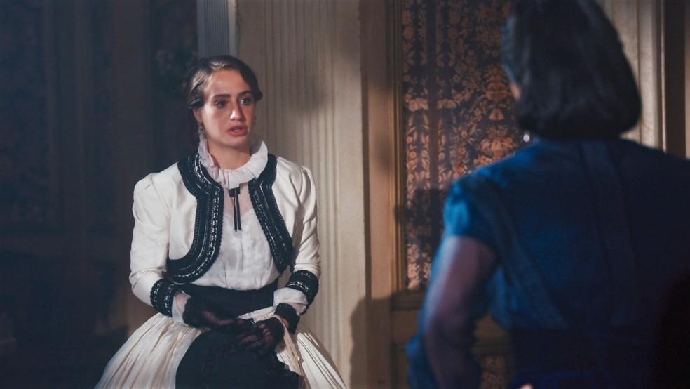 Leopoldina (Bruna Griphao) quase deixa escapar segredo de Pedro II (Selton Mello) em 'Nos Tempos do Imperador' — Foto: Globo