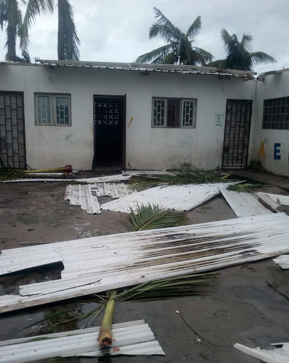 Escola do projeto African Kids ficou sem telhado com a passagem do ciclone Idai, em Beira, cidade da costa de Moçambique — Foto: Silvia Andrade /Arquivo Pessoal