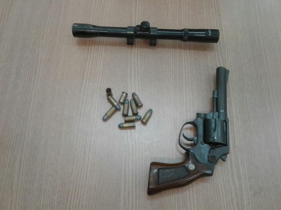 Polícia diz ter apreendido três armas com grupo criminoso (Foto: Polícia Civil/Divulgação)