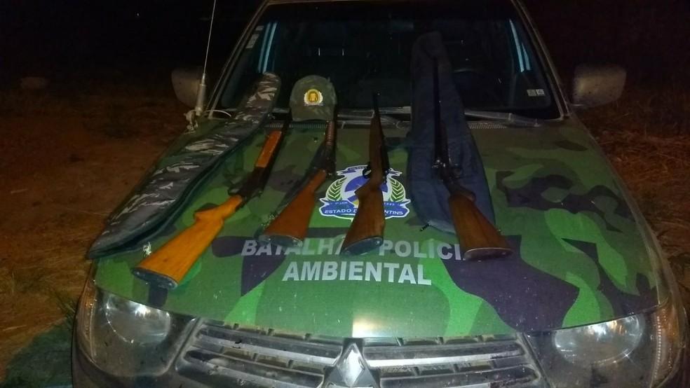 Armas foram apreendidas pela polícia ambiental (Foto: Divulgação)