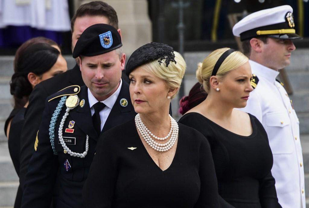 Biden conquista apoio de viúva de McCain, e Trump faz comício na Pensilvânia