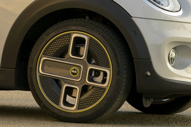 Mini Cooper SE Roda (Foto: Divulgação)