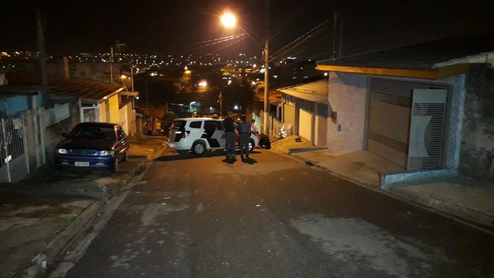 Assaltante correu após ser atingido pelos tiros e morreu em uma rua próxima à padaria â?? Foto: Lucas Rangel/TV Vanguarda