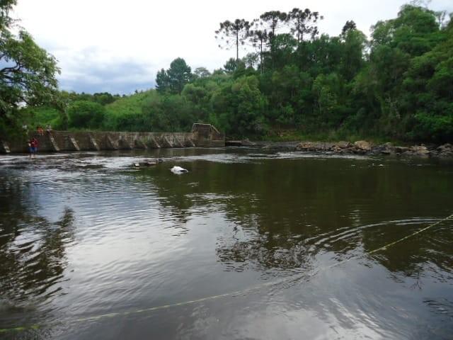 Adolescente e homem são encontrados mortos em barragem de Timbó Grande