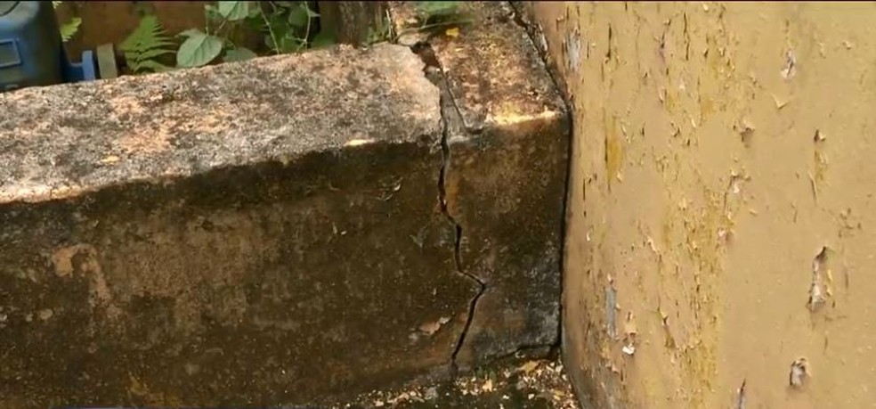 Estruturas apresentam rachaduras em Itajaí — Foto: Reprodução/NSC TV