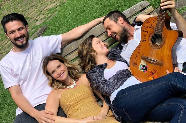 Romulo Estrela, Fernanda Rodrigues, Bianca Bin e Sergio Guizé em 'O amante de Júlia' (Foto: Divulgação)