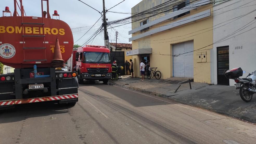 Cerca de 18 militares foram no local para combater o fogo — Foto: Corpo de Bombeiros/Divulgação