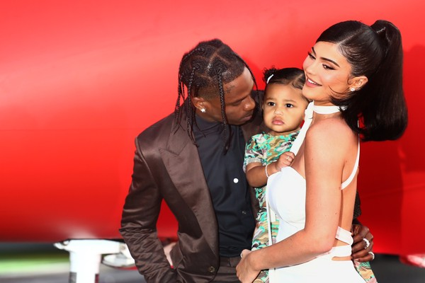 Travis Scott, Kylie Jenner, Stormi Webster (Foto: Getty Images)
