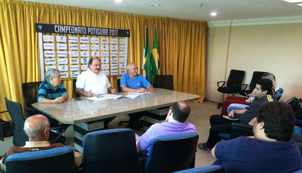 Presidente José Vanildo apresenta novo formato e detalhes da tabela do Campeonato Potiguar 2018 (Foto: Augusto Gomes/GloboEsporte.com)