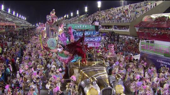 Escolas mostram carnaval de crítica e protestos no Sambódromo do Rio