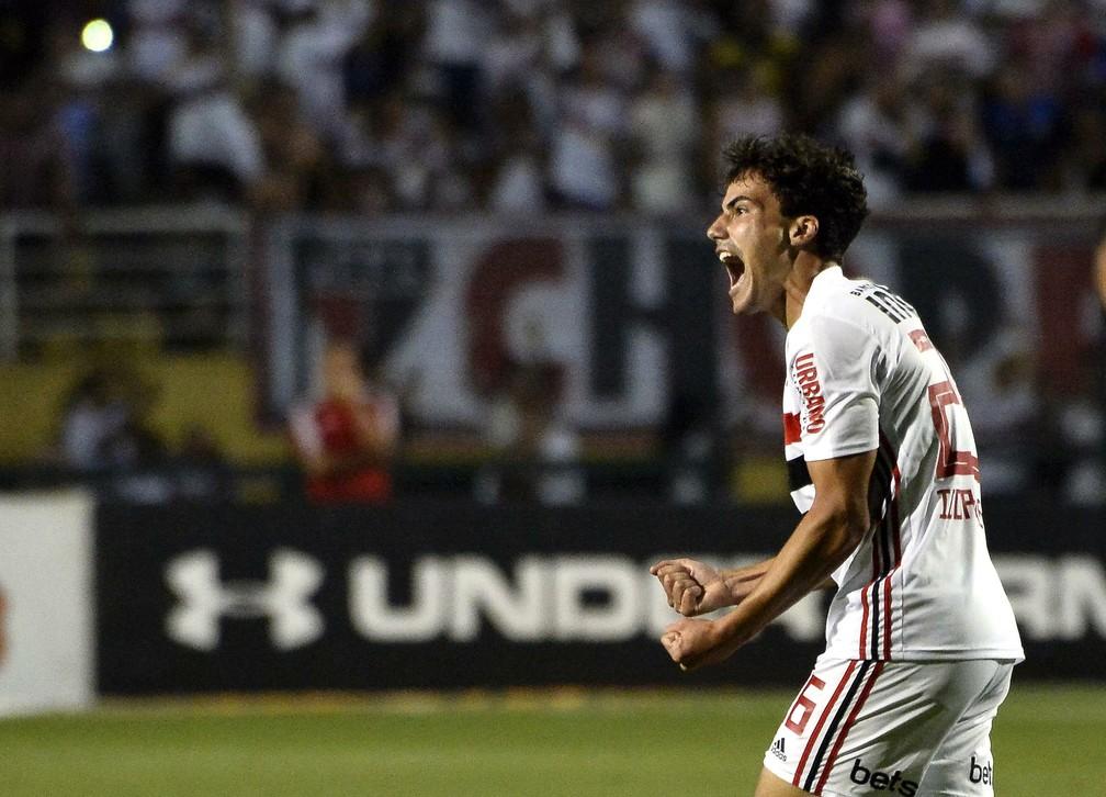 Igor Gomes comemora gol pelo São Paulo — Foto: Marcos Ribolli