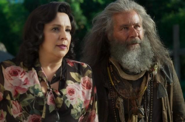 Ana Beatriz Nogueira e Leopoldo Pacheco em cena de 'O Sétimo Guardião' (Foto: TV Globo)