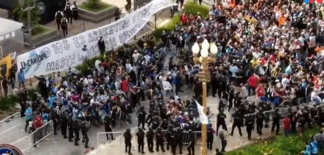 Polícia confusão velório Maradona Casa Rosada