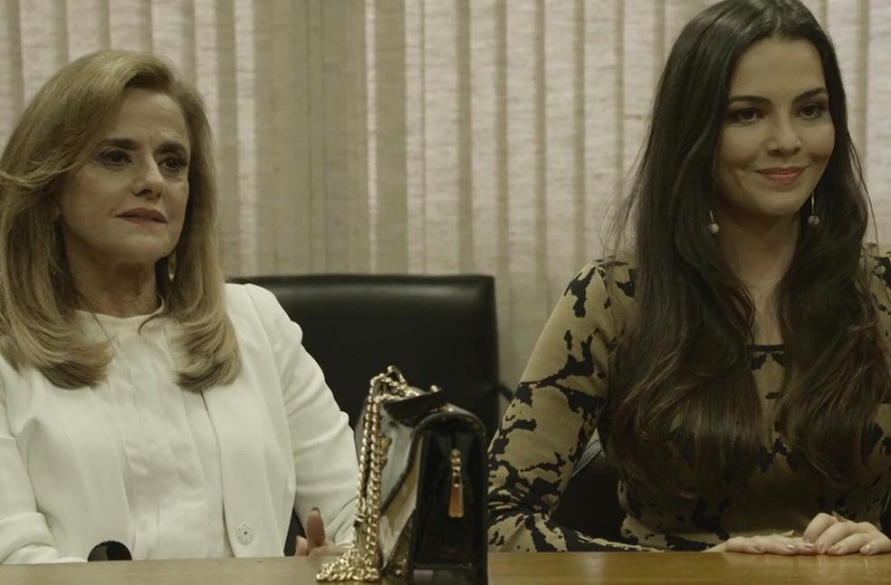 Sophia e Aura aguardam decisão do juiz (Foto: TV Globo)