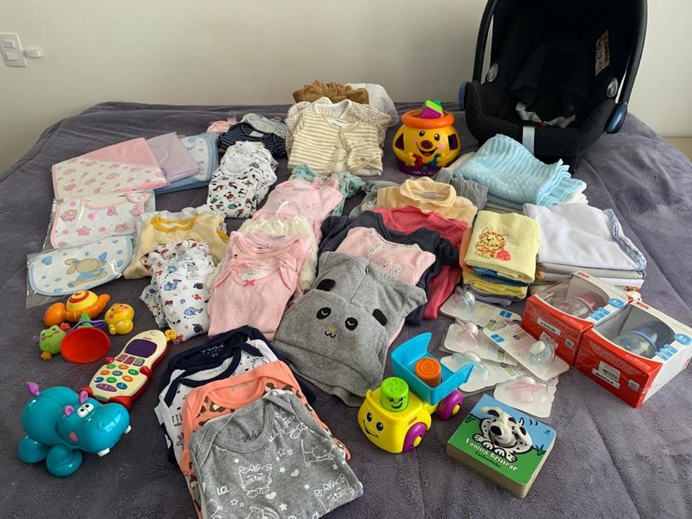 Logo que soube da notícia, o casal recebeu algumas doações de fraldas, acessórios e roupinhas de bebê  — Foto: Arquivo pessoal