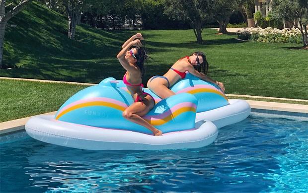 Kourtney Kardashian e Kendall Jenner (Foto: Reprodução/Instagram)