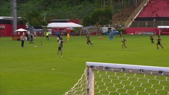 Gómez dá passe para o técnico adversário, e Casagrande não perdoa