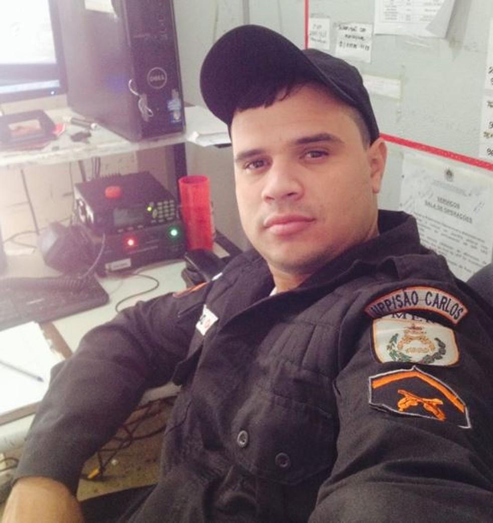 Segundo a Coordenadoria de Recursos Especiais (Core), no momento da prisão, o policial conduzia um veículo modelo Corolla roubado, com placa clonada. (Foto: Reprodução/facebook)