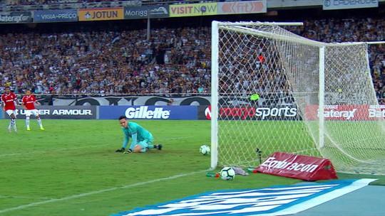Com frango de Gatito, Botafogo perde para o Internacional no Engenhão