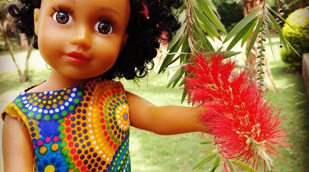 Fatuma usa a internet para vender mais exemplares da boneca  (Foto: Divulgação)