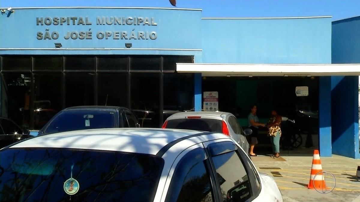 Servidores da Saúde em greve fazem protesto em Cabo Frio, no RJ; cirurgias eletivas estão suspensas há mais de uma semana
