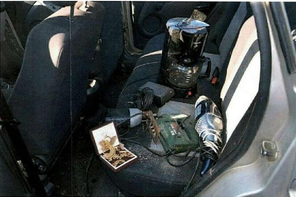 Carro da vítima foi encontrado com pertences — Foto: Divulgação/Polícia Civil