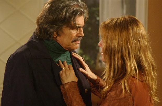 Discussão de José Carlos (Tarcísio Meira) e Nazaré (Renata Sorrah) em Senhora do Destino (Foto: TV Globo)