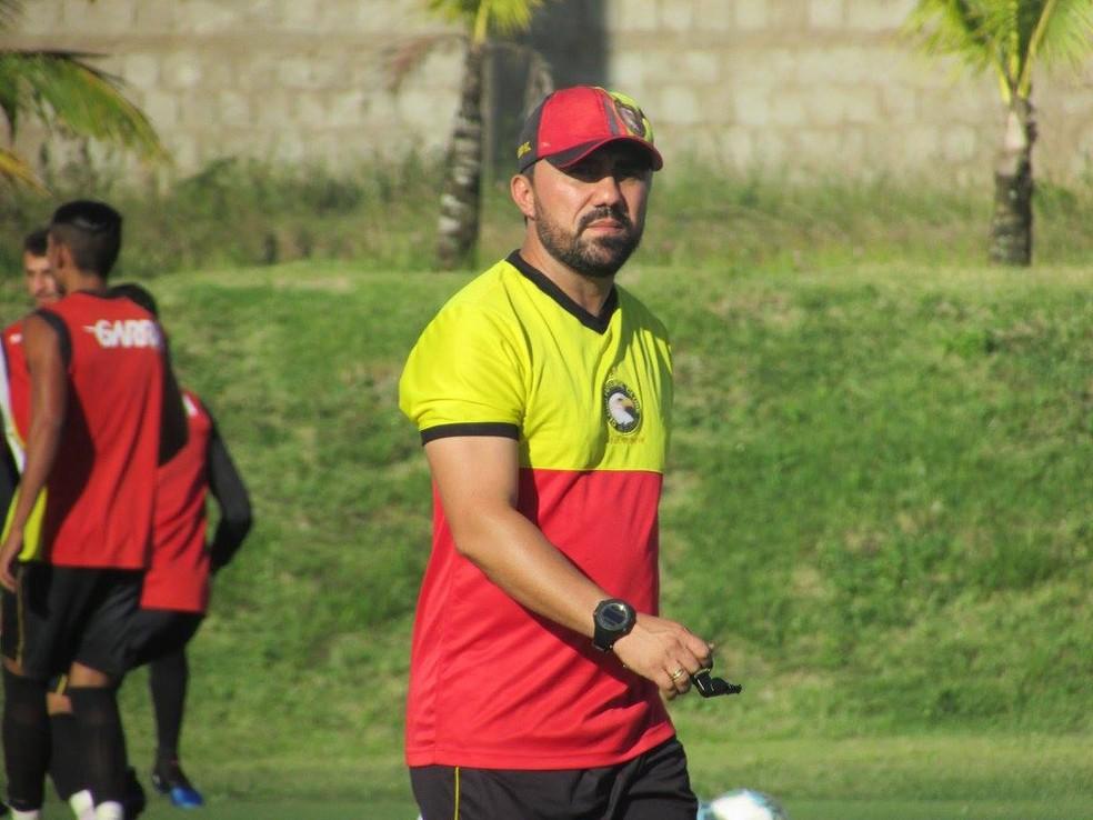 Luizinho Lopes acerta permanência e continua como técnico do Globo FC em 2018 (Foto: Rhuan Carlos/Divulgação)