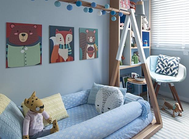 Quarto de bebê decorado por Ana Yoshida mescla diversos tons de azul (Foto: Divulgação / Ana Yoshida)