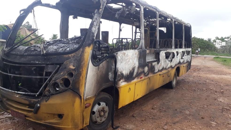Ônibus foi incendiado em Porto Velho  — Foto: Iule Vargas/ Rede Amazônica
