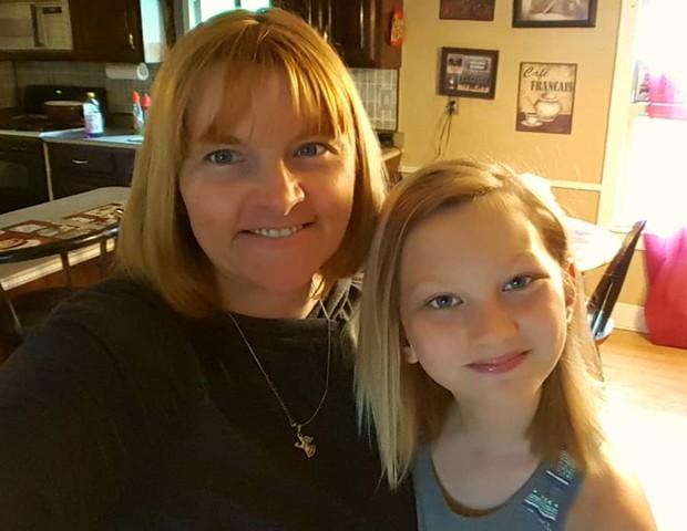 Liz com a filha Katie (Foto: Reprodução Facebook)