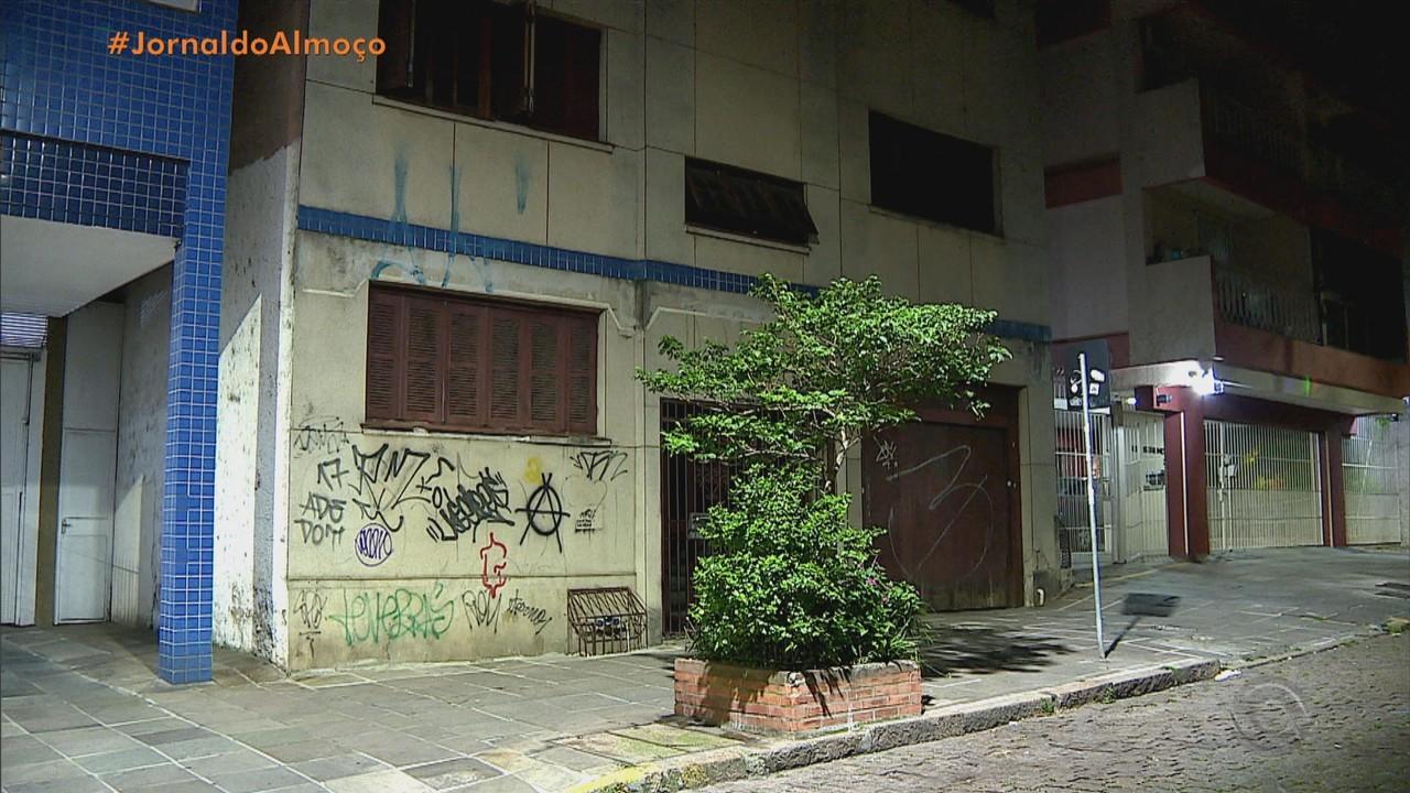 Duas mulheres são feridas em assalto dentro de casa em Porto Alegre