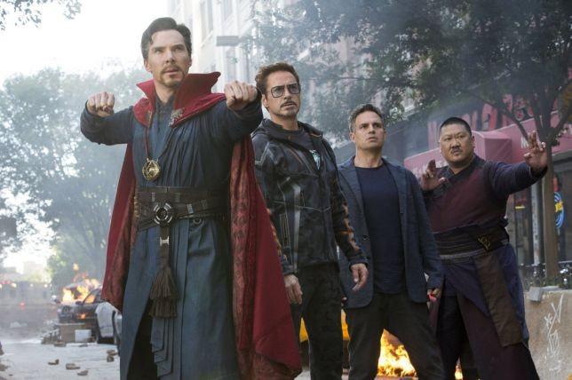 O ator Mark Ruffalo com seus colegas de elenco de Vingadores: Guerra Infinita (2018) (Foto: Reprodução)