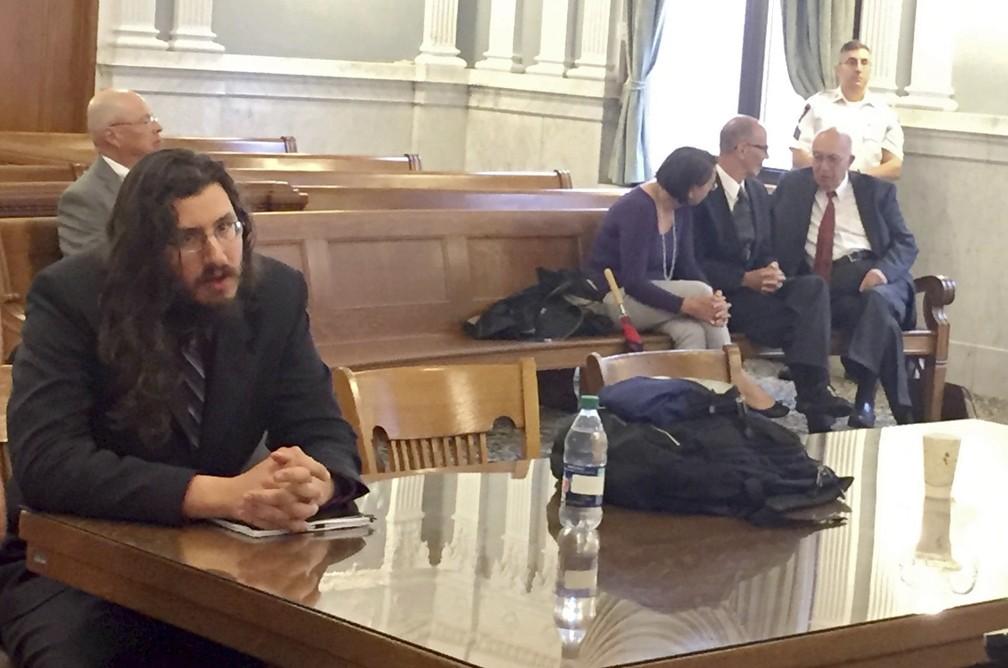 Pais recorreram à Suprema Corte para conseguir retirar seu filho, Michael Rotondo, de casa (Foto: Douglass Dowty /The Syracuse Newspapers via AP)