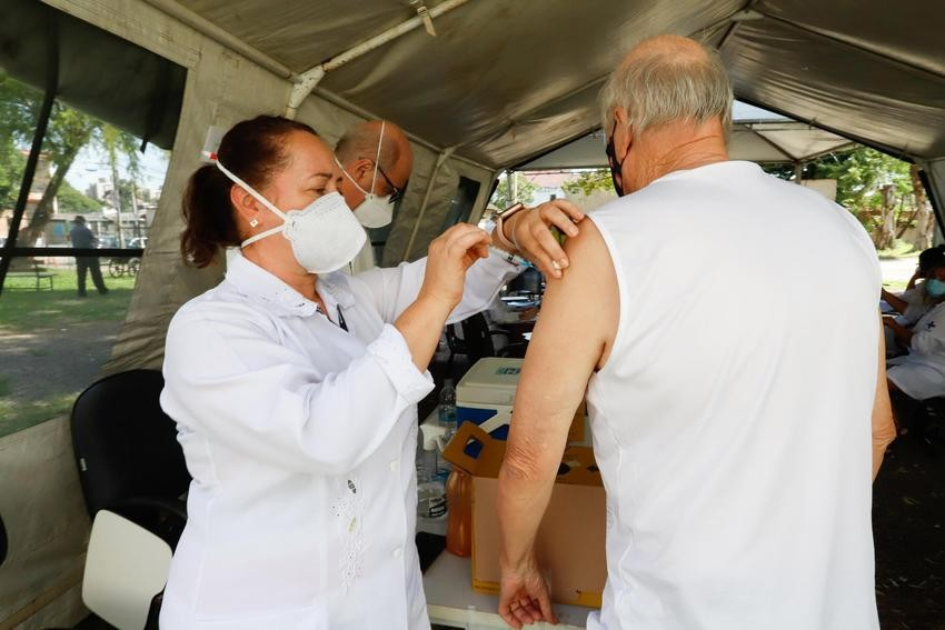 Porto Alegre vacina pessoas com 63 anos contra Covid neste sábado