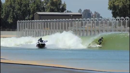 Ian Gouveia curte perfeição da piscina de ondas de Slater antes de etapa do Brasil