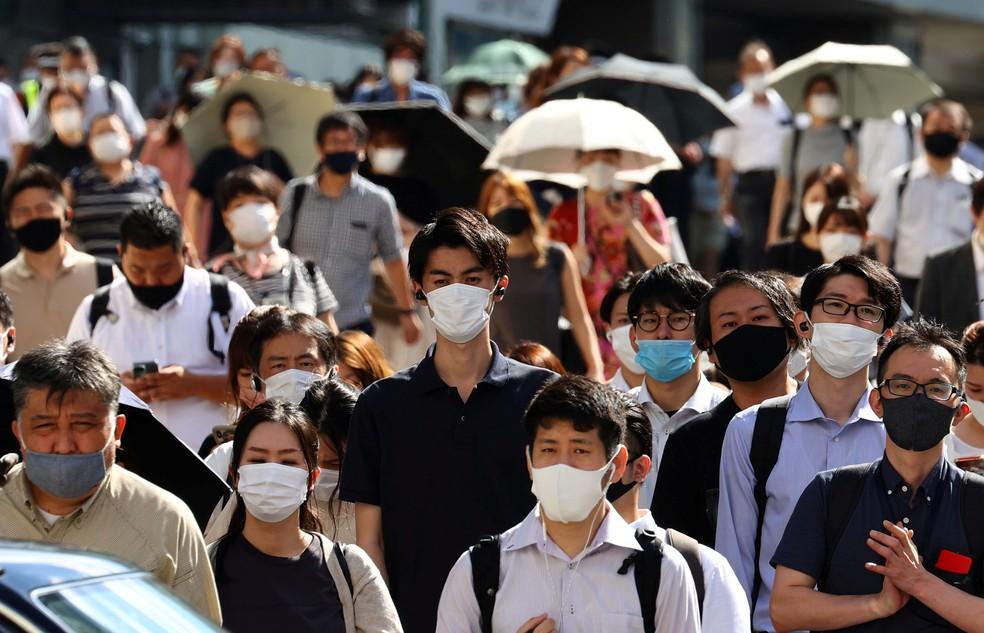 Pessoas usam máscaras de proteção contra a Covid-19 em Tóquio, capital do Japão, em 6 de agosto de 2021 — Foto: Kim Kyung-Hoon/Reuters