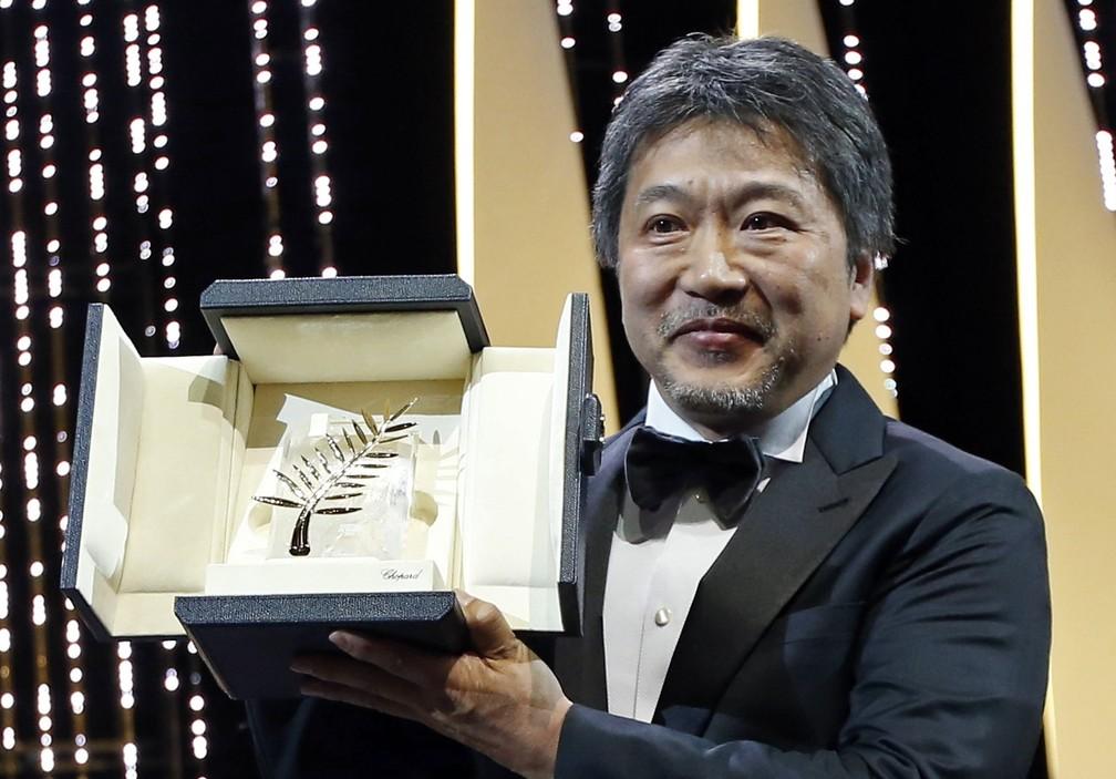 Hirokazu Kore-eda recebeu a Palma de Ouro em Cannes pelo filme 'Assunto de família' — Foto: Stephane Mahe/Reuters