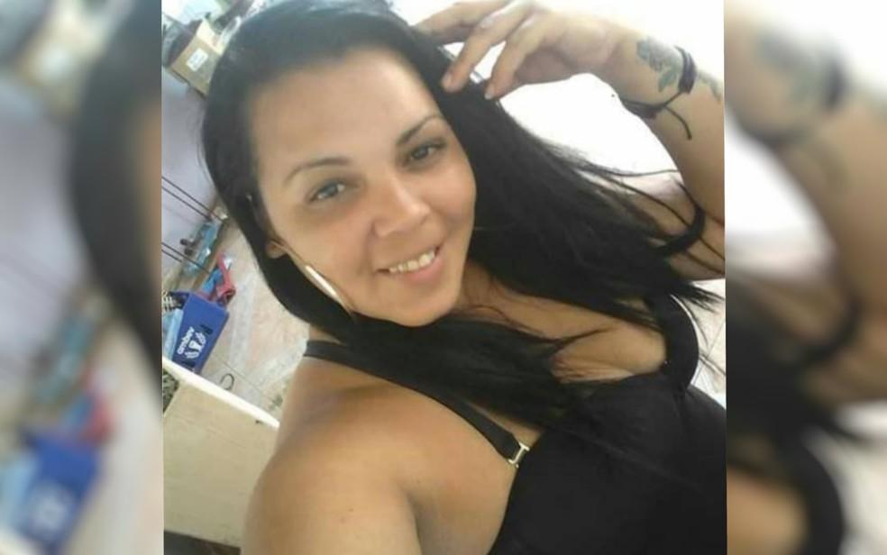 Cristiene Silva e Sousa � morta a tiros em distribuidora de bebidas de Aparecida de Goi�nia, Goi�s — Foto: Reprodu��o/ Facebook