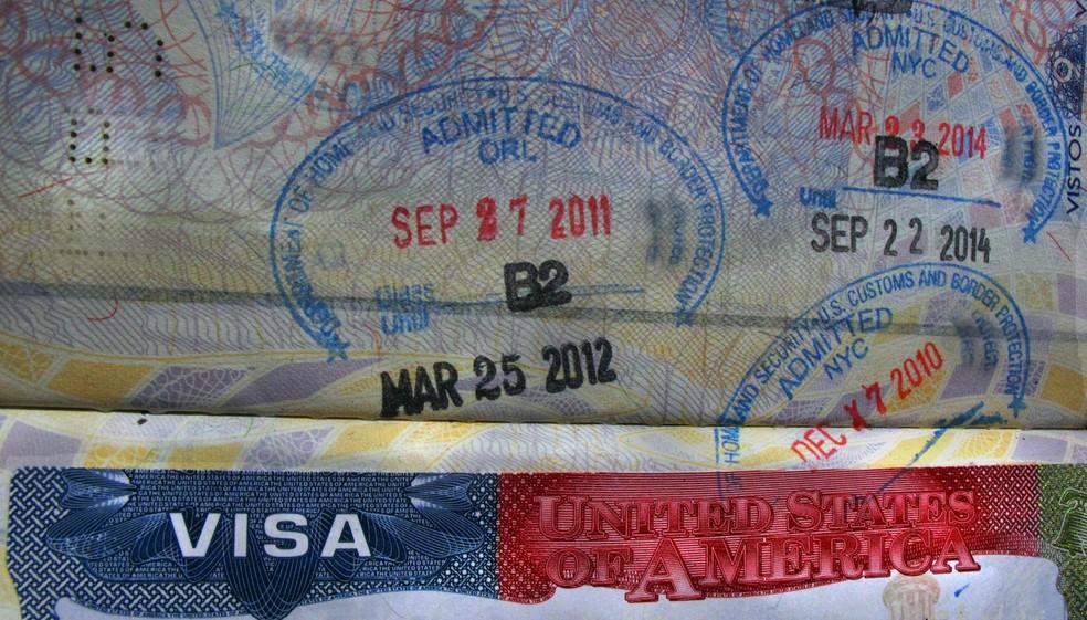 Visto americano e carimbos de entrada nos EUA em um passaporte brasileiro (Foto: Carlos Severo/Fotos Públicas)