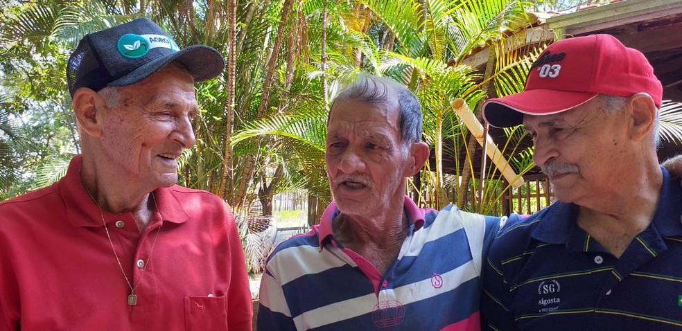 Em Tupã, seu Lau conversou sobre o passado com os irmãos que não via há 70 anos — Foto: Arquivo pessoal