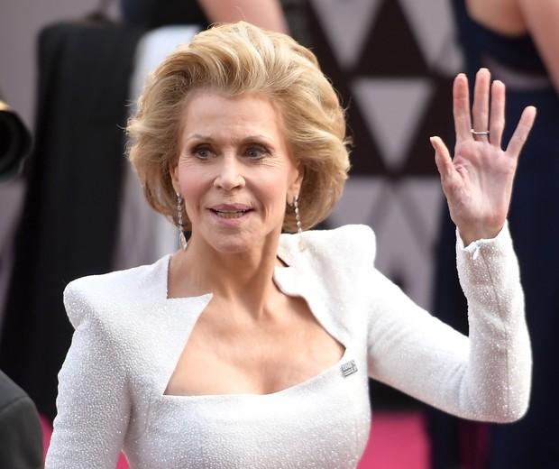 Jane Fonda: a atriz ostentou um broche do movimento Times Up no Oscar 2018 (Foto: Frazer Harrison/Getty Images)