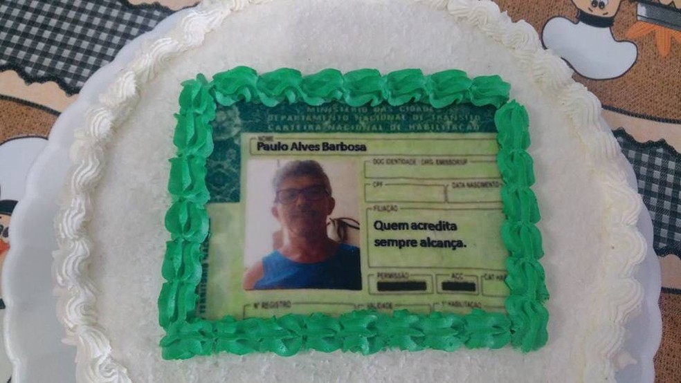 No bolo, CNH veio com a frase 'quem acredita sempre alcança' (Foto: Monique Florêncio/Arquivo pessoal)