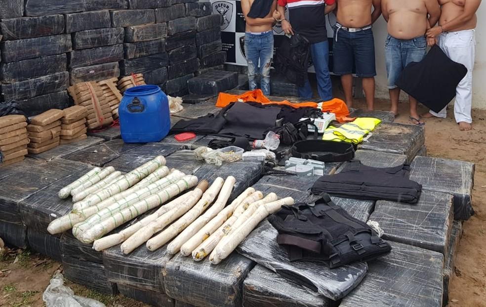 Bananas de dinamite, munições e coletes à prova de balas também foram apreendidos, e cinco suspeitos foram presos — Foto: Polícia Civil do RN/Divulgação