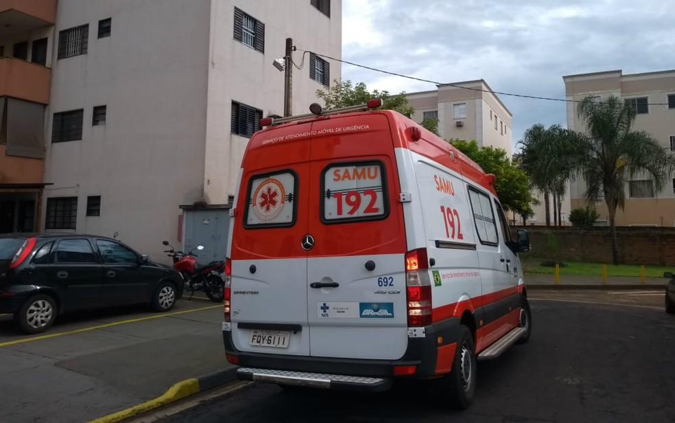 Samu auxiliou Corpo de Bombeiros no resgate da vítima em Ribeirão Preto — Foto: Marcius Ariel/CBN Ribeirão