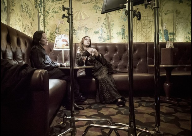 Behind the scenes of the Pirelli Calendar shoot with Gigi Hadid and Alexander Wang. (Foto: Courtesy Photo)